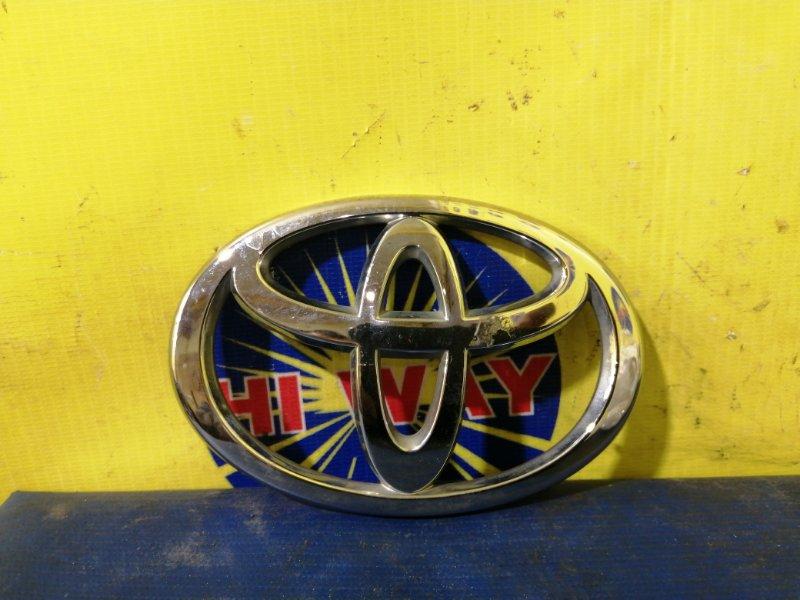 Эмблема Toyota Voxy AZR60 2003 задняя