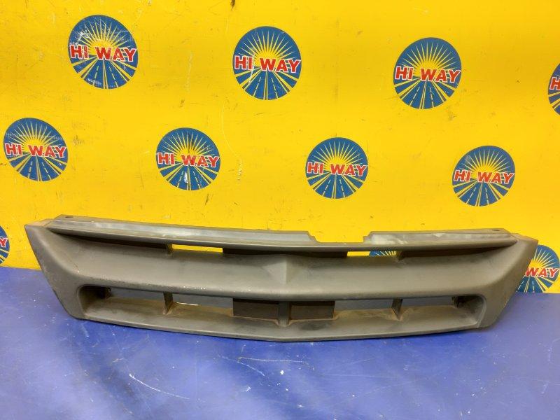 Решетка радиатора Nissan Ad VFY11 1999