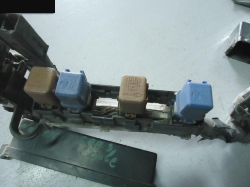 Блок реле и предохранителей Nissan Cube AZ10 CGA3DE