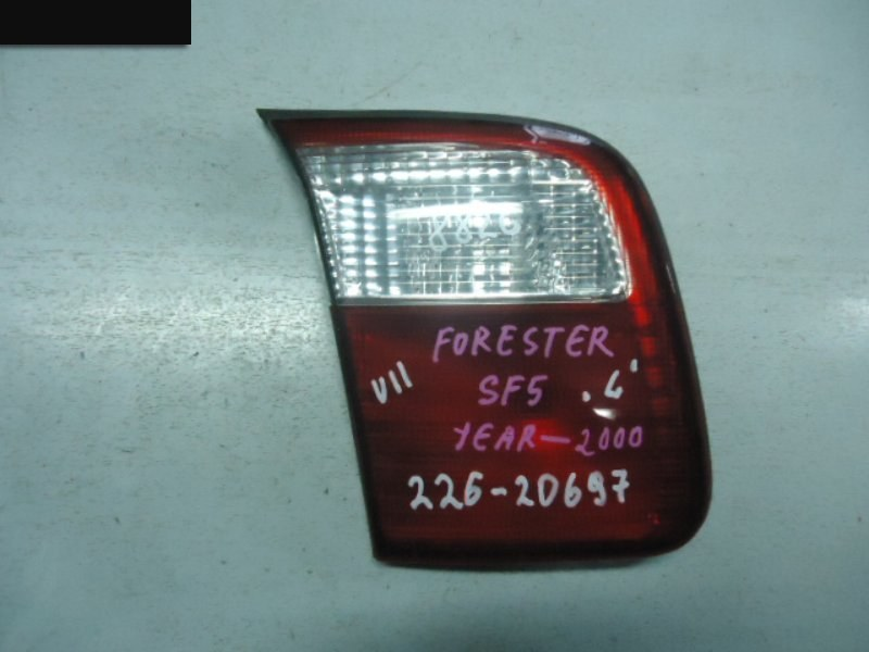 Фонарь (вставка багажника) Subaru Forester SF5 задний левый