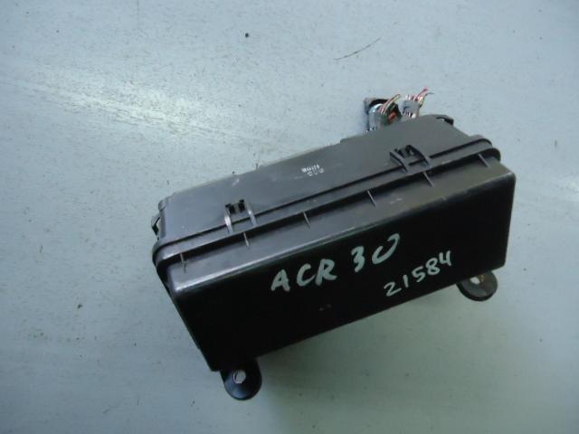Блок реле и предохранителей Toyota Estima ACR30W 2AZ-FE