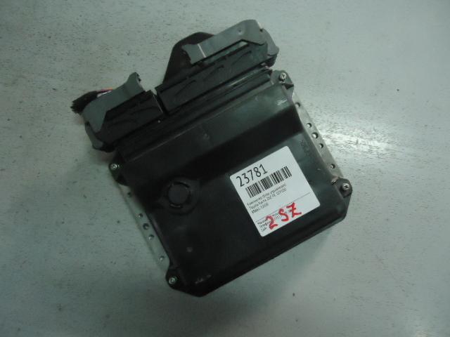 Компьютер (блок управления) Toyota Ractis SCP100 2SZ-FE