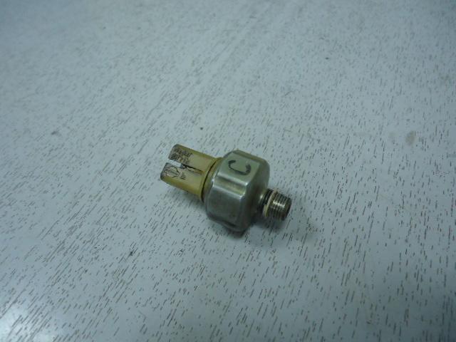 Датчик давления масла Nissan CG10DE