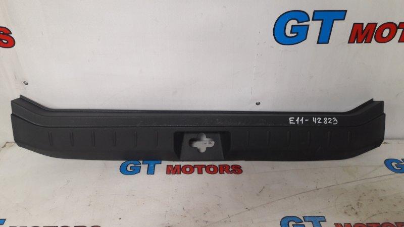 Накладка багажника Nissan Note E11 HR15DE 2008