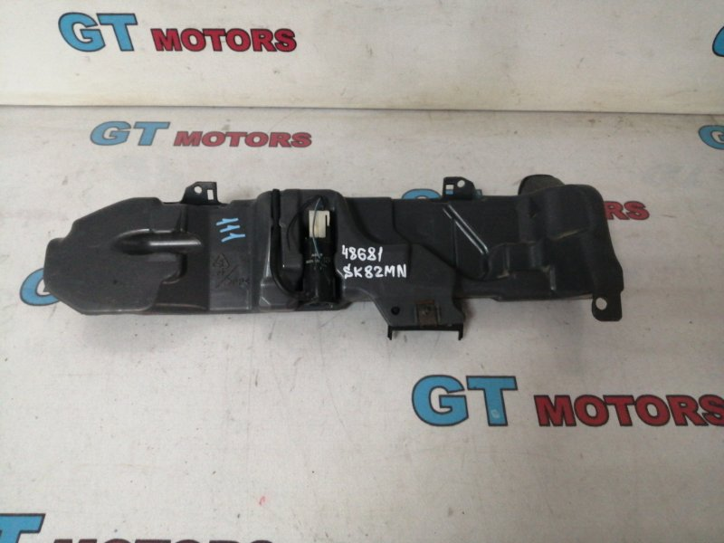 Бачок омывателя Nissan Vanet SK82MN F8 2004