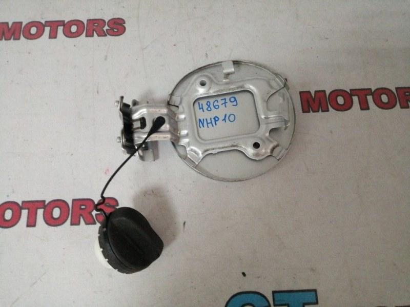 Лючок топливного бака Toyota Aqua NHP10 1NZ-FXE 2013