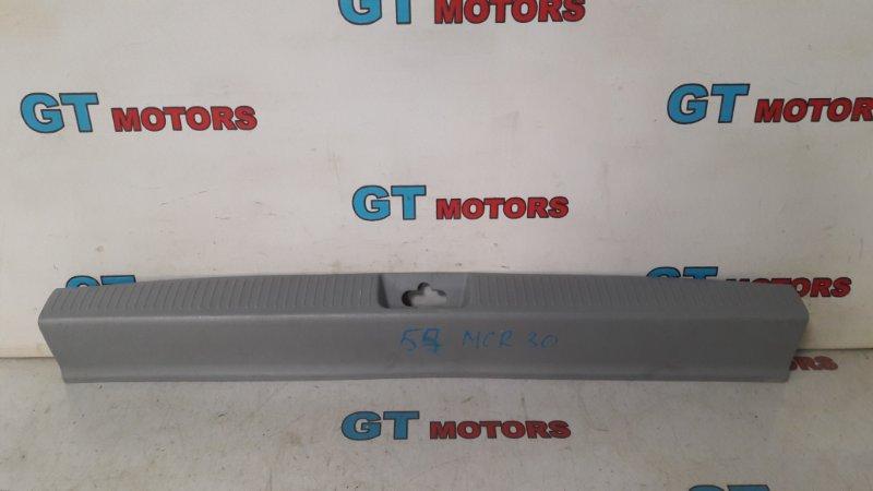 Накладка багажника Toyota Estima MCR30W 1MZ-FE 2002 задняя