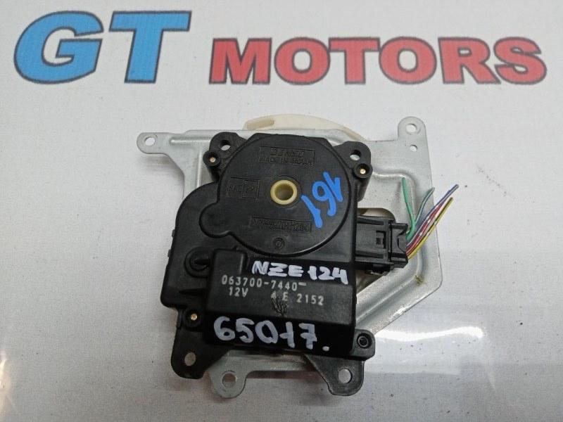 Привод заслонок отопителя Toyota Corolla NZE124 1NZ-FE 2003