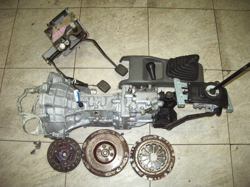 Мкпп Suzuki Jimny JB23W K6A-T 1998 110 т.км. комплект: маховик, болты (5) - одного не хватает, диск,