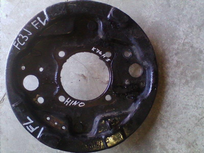 Щиток тормозного диска Hino Ranger FC3JKBA J07C 1997 передний левый FL метал.кожух ступицы