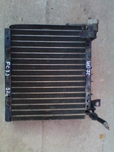 Радиатор кондиционера Hino Ranger FC3JKBA J07C 1997 стоит рядом с основным радиатором