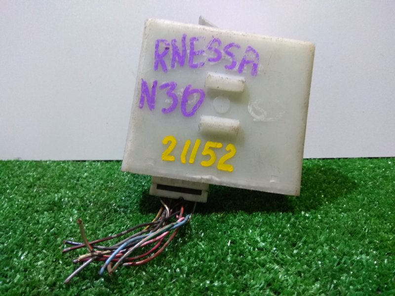 Компьютер Nissan R'nessa N30 SR20DE 28595 5V000 97-00гг х/з н/о беленькая маленькая коробочка с