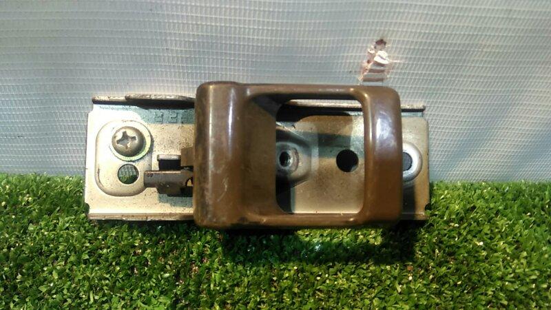 Ручка внутренняя Nissan Safari WGY60 TD42T передняя правая
