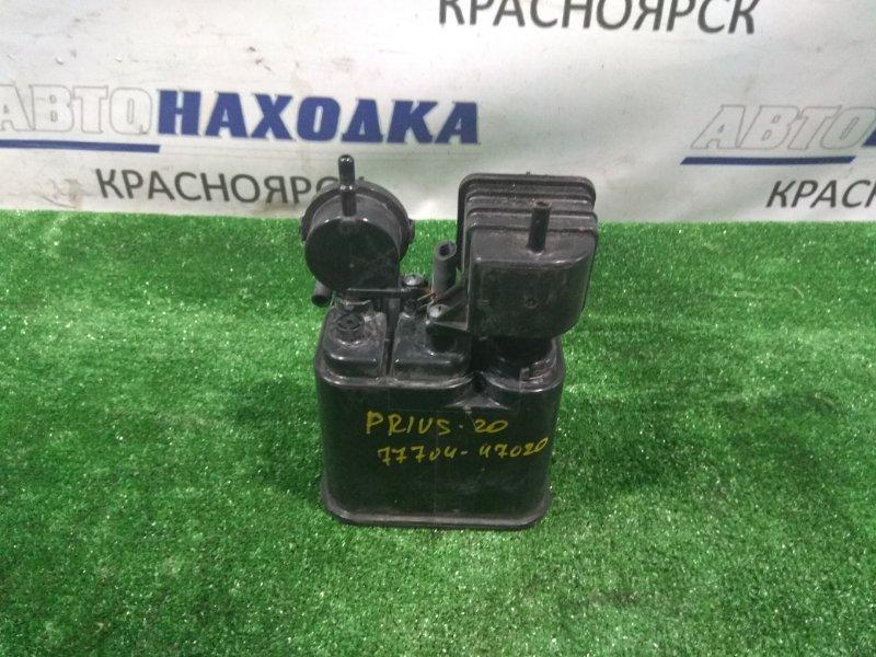 Бачок обратки топлива Toyota Prius NHW20 1NZ-FXE 2003 77704-47020 абсорбер бензиновый (уловитель