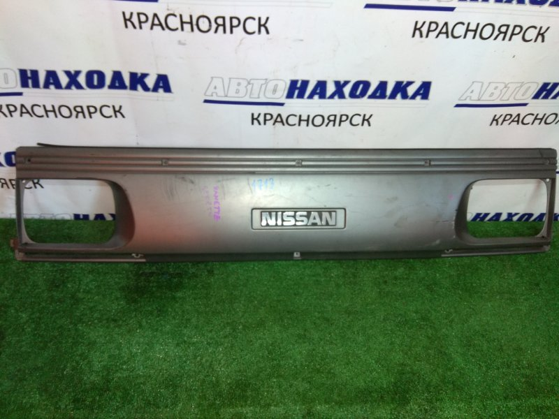 Решетка радиатора Nissan Vanette SE58TN D5 серая,