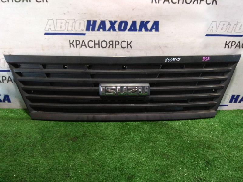 """Решетка радиатора Nissan Caravan VPE25 KA20DE 2001 значок """"ISUZU"""""""