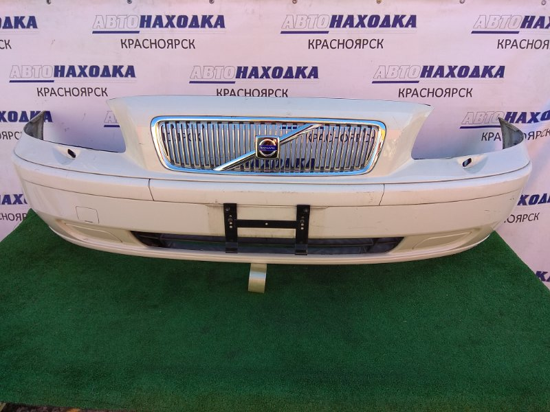 Бампер Volvo V70 2001 передний с пластиковым усилителем, решеткой, молдингами и заглушками