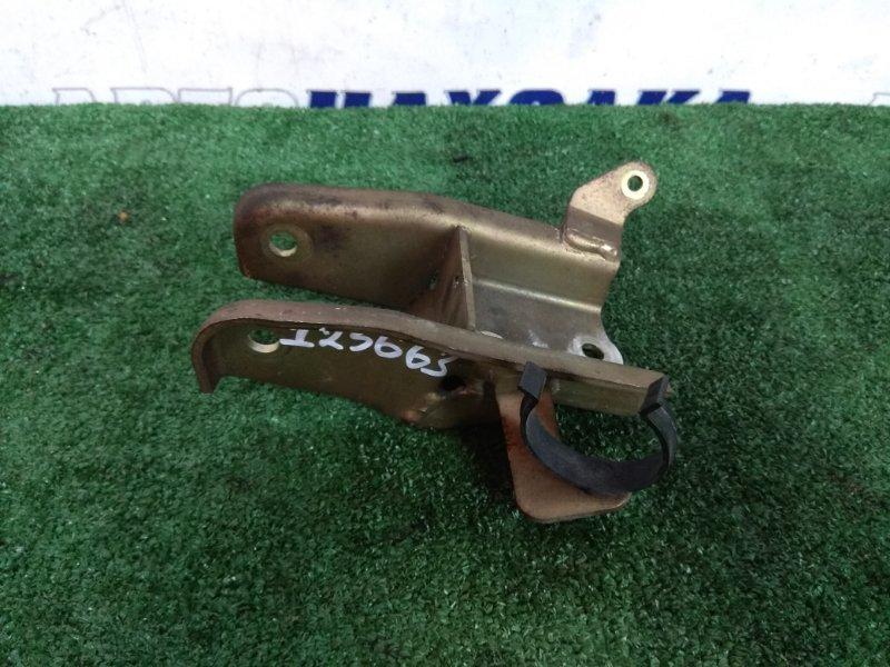 Кронштейн опоры двигателя Volvo S40 B4204T3 2001 передний нижний передний, С ДВС B4204T3 V-2.0 TURBO,