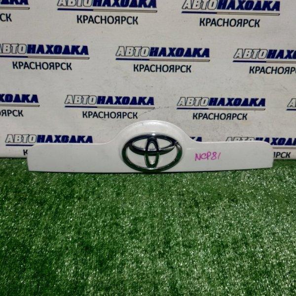 Накладка 5-й двери Toyota Sienta NCP81G 1NZ-FE 2003 задняя 76811-52130