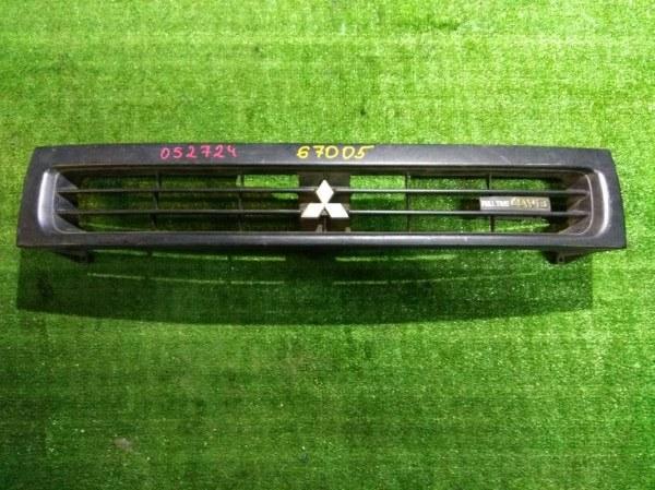 Решетка радиатора Mitsubishi Chariot N33W 4G63 MB634956