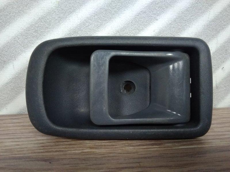 Ручка внутренняя Toyota Duet M100A передняя правая FR серая/К69