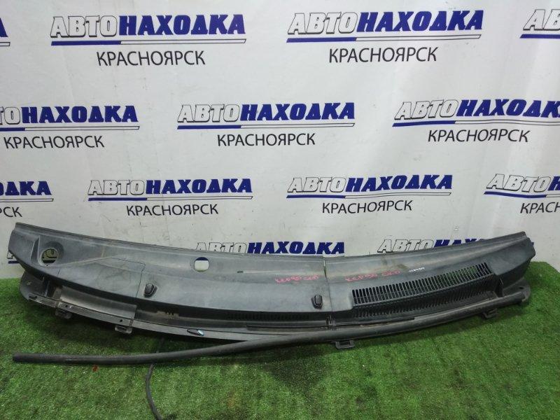 Решетка под лобовое стекло Toyota Vitz SCP90 2 части