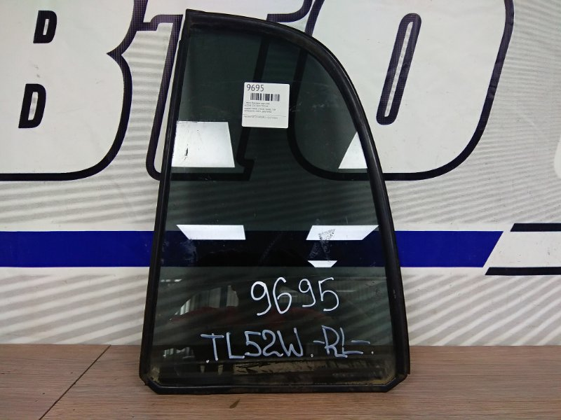 Стекло боковое Suzuki Escudo TD52W заднее левое заднее левое стекло тонир 2-ое неподъемн снято