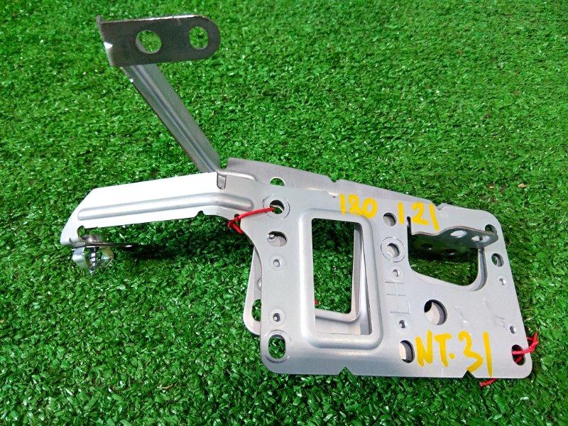 Крепление магнитофона Nissan X-Trail NT31 MR20DE 2007 комплект L+R