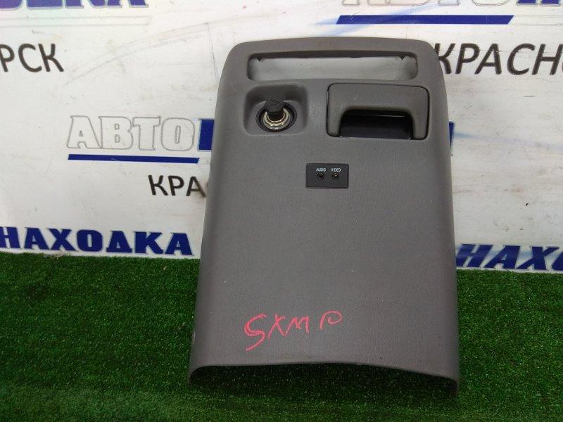 Накладка пластиковая в салон Toyota Ipsum SXM10G 3S-FE передняя нижняя центральная часть в ноги