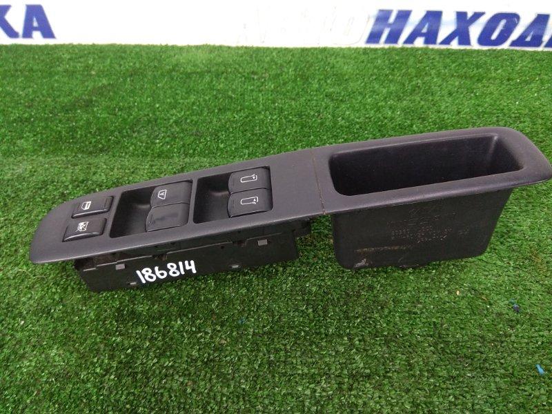 Блок управления стеклоподъемниками Nissan Elgrand E51 VQ35DE передний правый