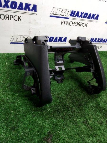 Пластик салона Mazda Axela BK5P Z по бокам от центральной консоли/ цельная