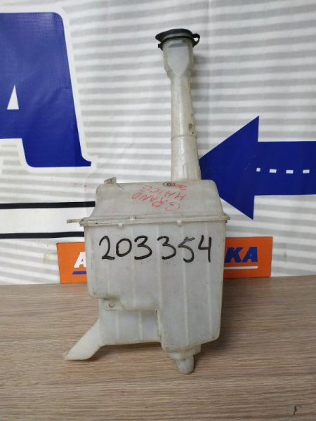 Бачок омывателя Toyota Grand Hiace KCH10W 1KZ-TE