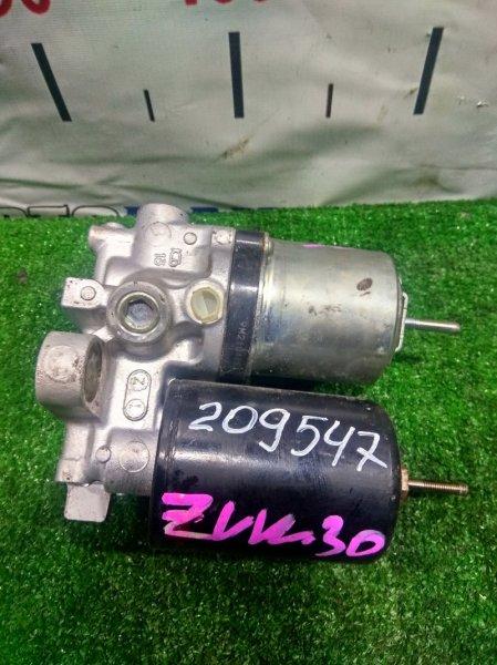 Насос гидравлический Toyota Prius ZVW30 2ZR-FXE 2009 47070-47050, 47070-47060 УСИЛИТЕЛЯ ТОРМОЗОВ