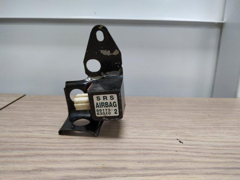 Датчик srs Toyota Premio AZT240 1AZ-FSE передний правый 89173-63010 SRS/с лонжерона FR