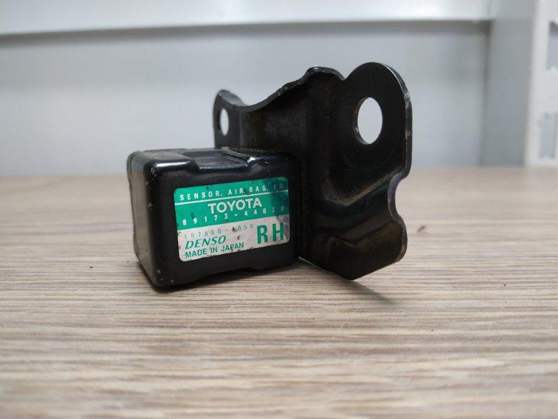Датчик srs Toyota Ipsum SXM10 3S-FE 1996 передний правый 89173-44030
