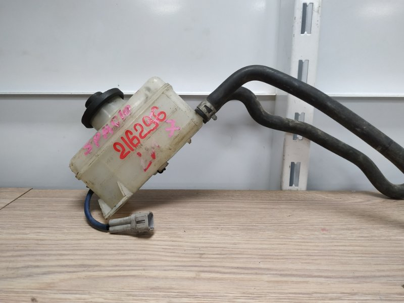 Бачок для тормозной жидкости Toyota Corolla Spacio NZE121N 1NZ-FE 2001 47220-13020
