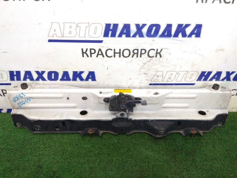 Рамка радиатора Toyota Succeed NCP51V 1NZ-FE 2002 передняя верхняя центральная часть, с замком