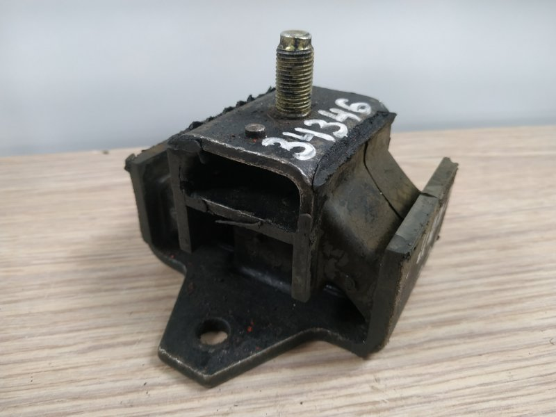 Подушка двигателя Nissan Patrol Y60 TD42 1987 задняя 12372-15180