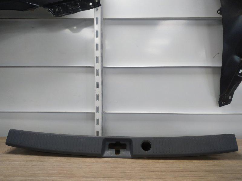 Накладка багажника Toyota Ipsum SXM10G 3S-FE задняя 58573-44010, 58573-44010-B0 накладка замка багажника