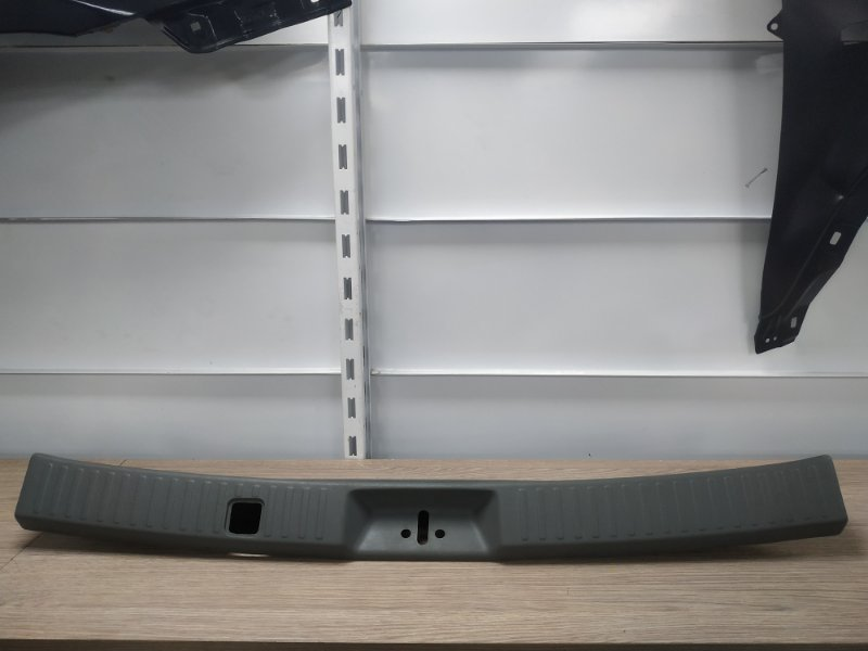 Накладка на порог Mitsubishi Chariot Grandis N84W 4G64 MR330443, MR779698 накладка замка багажника