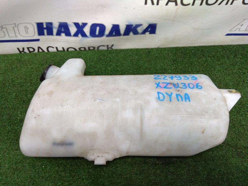 Бачок омывателя Toyota Dyna XZU306M S05D 1999 Под 1 моторчик, с крышкой.