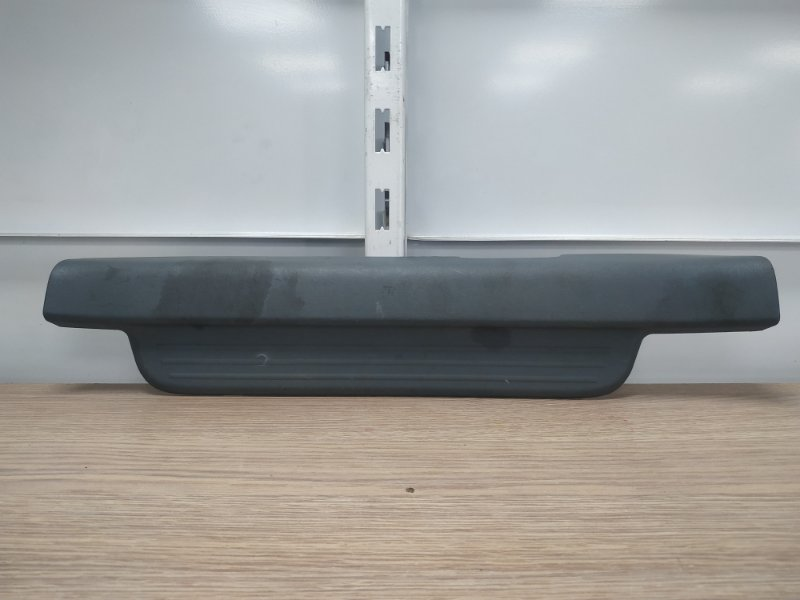 Накладка на порог Toyota Vitz SCP10 1SZ-FE передняя левая 67914-52020, 67914-52020-H0, 67914-52020-B2