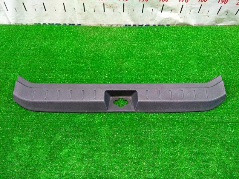 Накладка багажника Nissan Note E11 HR15DE 2008 задняя 849921U600 накладка замка багажника, все