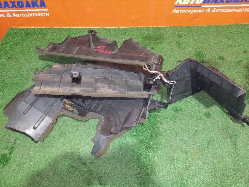 Защита радиатора Nissan Note E12 HR12DE 2012 стоит между усилителем и радиатором кондера 4шт