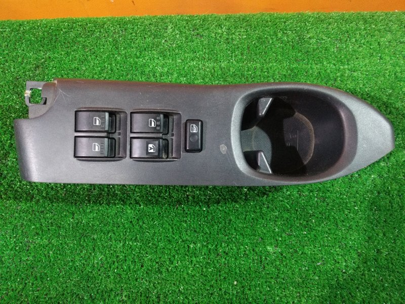 Блок управления стеклоподъемниками Toyota Bb QNC21 3SZ-VE правый 84820-B1050