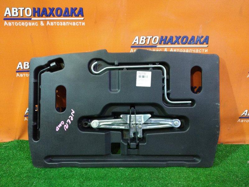Домкрат Toyota Corolla Spacio NZE121 1NZ-FE 06.2002 набор: емкость под инструмент, домкрат, балонник,