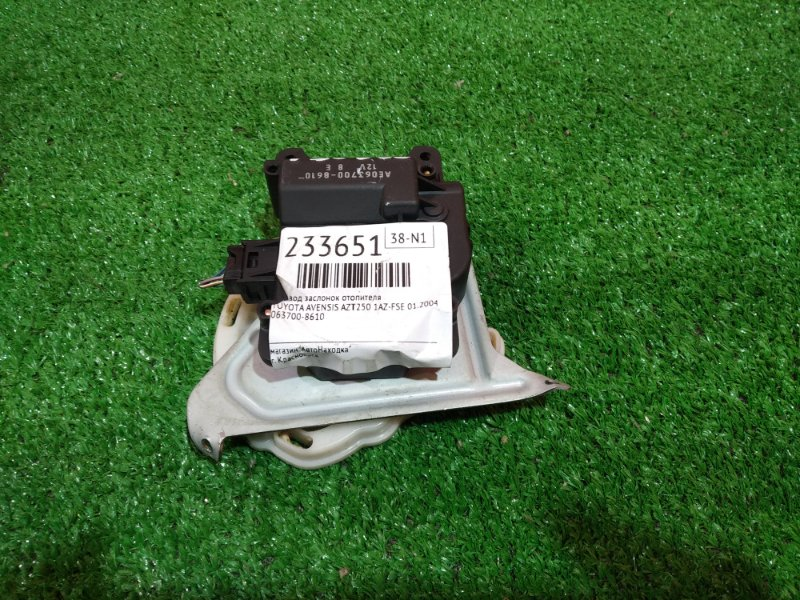 Привод заслонок отопителя Toyota Avensis AZT250 1AZ-FSE 01.2004 063700-8610