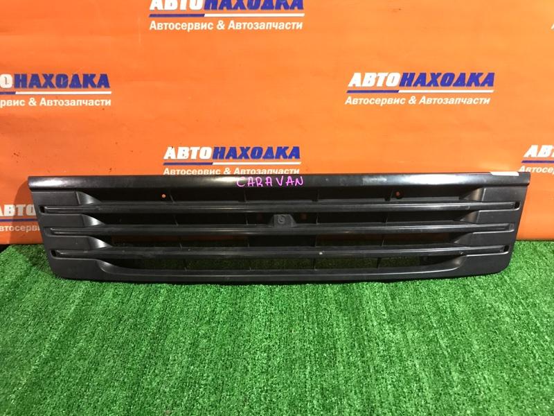 Решетка радиатора Nissan Caravan VPE25 KA20DE 2001 есть дефект/сломана