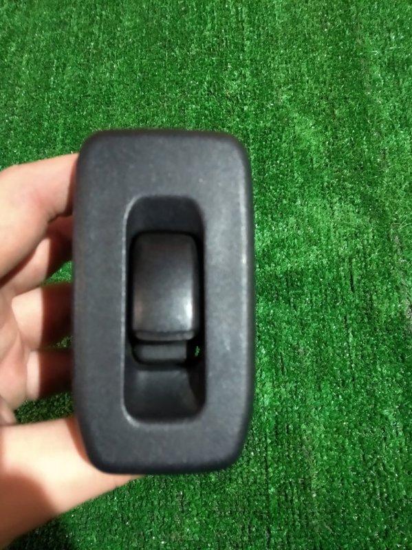 Кнопка стеклоподъемника Mitsubishi Pajero Io H77W 4G94 2000 задняя левая +накладка