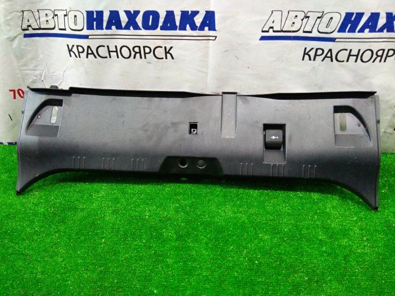 Накладка багажника Bmw 530I E60 N52B30 2003 задняя нижняя 51477024863 на панель задка, где петля